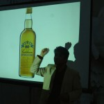 Sanjoo explaining the five spices from India in the very Swedish punch. Punchen kommer, India kommer.