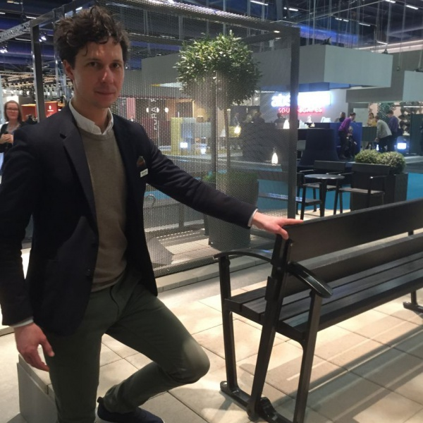 Byaroms CEO, Joel Enhörning showing the reversible outdoor bench, made in recycled aluminium