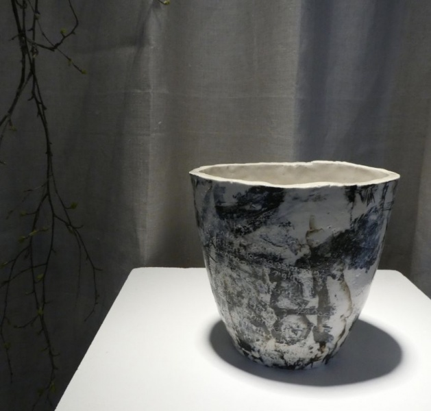 Ceramic vase with engraved poetry