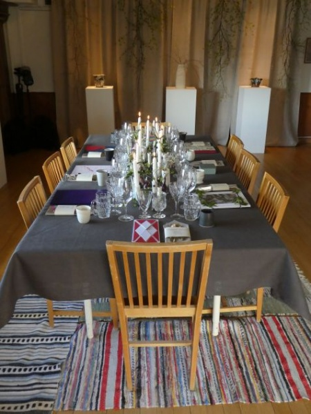 Dinner setting with individually designed placements